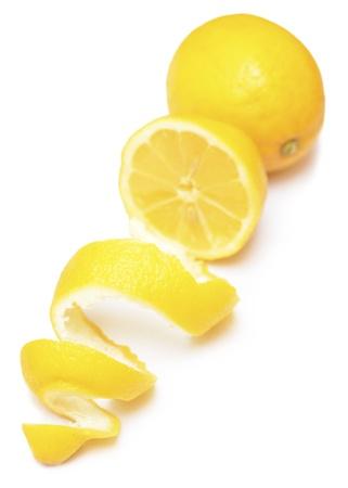 熟したレモンのねじれを白で隔離されます。 写真素材