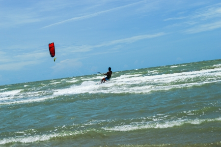 the man play kitesurf