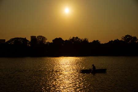 Kajak Boot in der Packung bei Stadt in Thailand