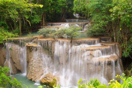 Huaymaekamin Wasserfall in der Provinz Kanchanaburi, Thailand