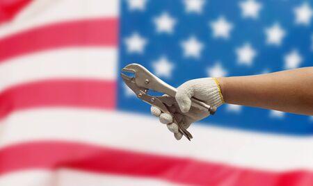 jornada de trabajo: Mano de obra en el fondo de la bandera EE.UU.