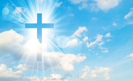 Christian Kreuz erscheint hell am Himmel Hintergrund