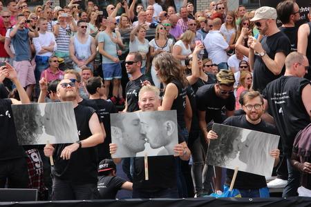 wedding parade: Amsterdam gay pride canal parade