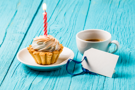 energizing: Cake with cream, coffee, card Stock Photo