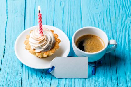 Cake ,coffee, postcard on table 스톡 콘텐츠