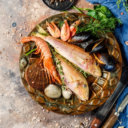 expensive: Fish, shrimp, clams on plate Stock Photo