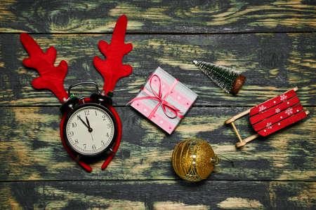 Christmas decorations and clocks showing five to twelve Reklamní fotografie