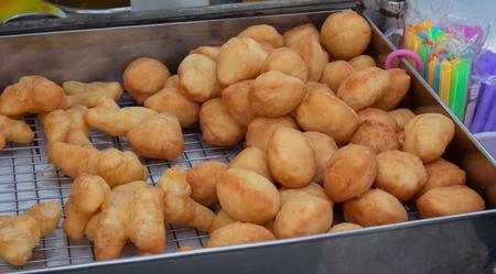 Deep-fried dough, fried and steamed bun.