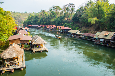 The houseboat and floating restaurant at Sai Yok Yai waterfall , Kanchanaburi in thailand Banco de Imagens - 108808270