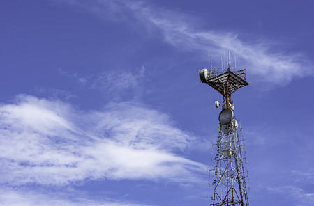 Wave transmission mast large phone signal with a bright blue sky. Banco de Imagens