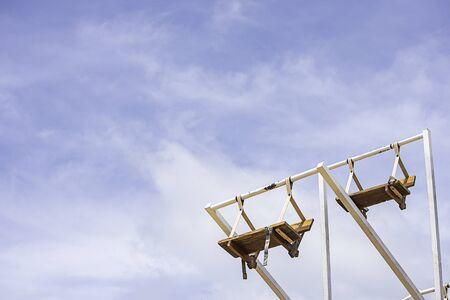 The wooden Ferris wheel and bright blue sky at Windtime Khao kho , Phetchabun in Thailand. Foto de archivo - 129523538