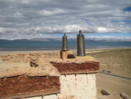 tibetan house: Tibetan house roof. House at the lake. Stock Photo
