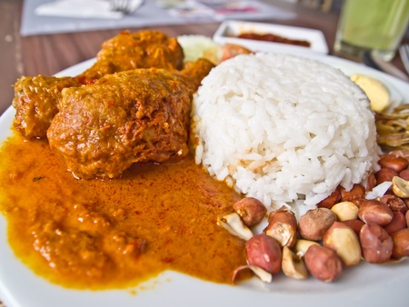 curry: Comida tailandesa, arroz con curry de pollo