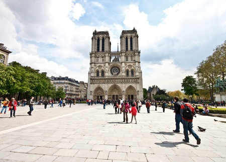 Tourists at the Notre Dame Cathedral, Paris Stock Photo - 13413597