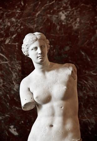 aphrodite: Venus de Milo, escultura en el Museo del Louvre Editorial
