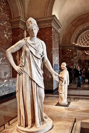 diosa griega: Atenea escultura de mármol en el museo del Louvre, París