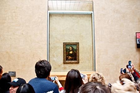 mona lisa: Visitors take photo of the famous painting  Mona Lisa  Editorial