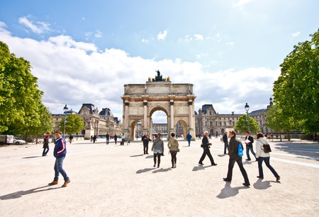 Tourists at Are de Triomphe du Carrousel in sunny day
