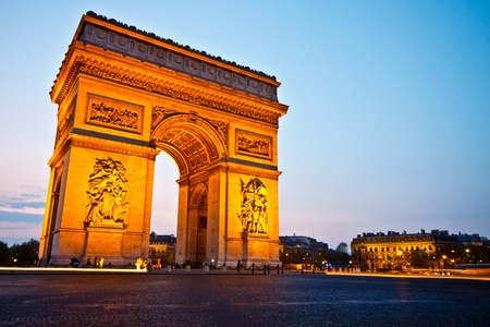 Arc de Triomphe: Arc de triomphe du etoile in twilight sky, Paris, France Editorial