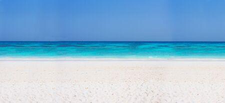 belle plage de l'île Tachai, Thaïlande