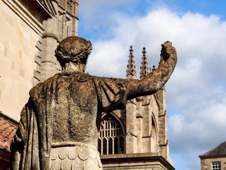 escultura romana: escultura romana en ba�o romano, Somerset, Reino Unido Editorial