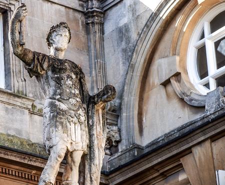 escultura romana: antigua escultura romana en el ba�o, Somerset, Reino Unido