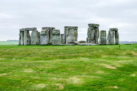 Stonehenge met bewolkte hemel, Verenigd Koninkrijk Stockfoto