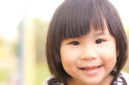 행복 한 작은 아시아 여자의 미소 스톡 콘텐츠
