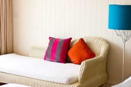 White Sofa im Hotel Wohnzimmer Lizenzfreie Bilder