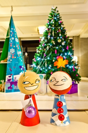 Couple of wooden doll with christmas tree