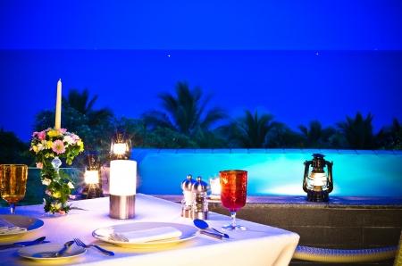 Romantische Set Up-Table für besonderen Anlass, Dämmerung Konzept Lizenzfreie Bilder