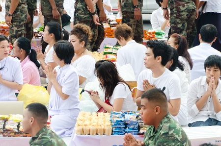 harity event: HUA HIN , THAILAND - APRIL 28: People Gives food offerings to a Buddhist monk on April 28, 2012 Hua Hin, Thailand. Thai traditional, The occasion BuddhaJayanti 2600 years.