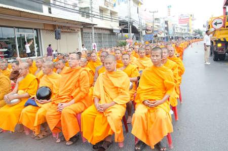 hua hin: HUA HIN , THAILAND - APRIL 28: Monks waiting for people give food offerings on April 28, 2012  Hua Hin, Thailand. Thai traditional Ceremony: BuddhaJayanti 2600 years, Hua Hin