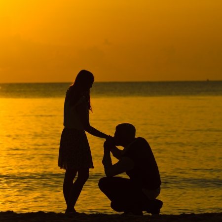 Man Knien bitten Frau zu heiraten