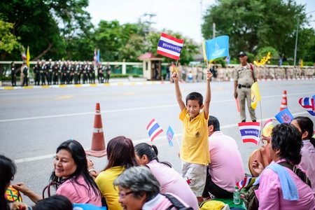 HUA HIN, THAILAND - AUGUST 1:Many Thai people gather together in order to welcome ceremony for His Majesty the King to Klai Kang Won Palace, HUA HIN,Thai land