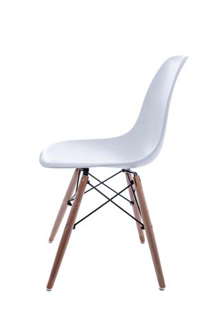 Konzeptionelle Leere Weiße Holzbein Stühle getrennt auf weißem Hintergrund.