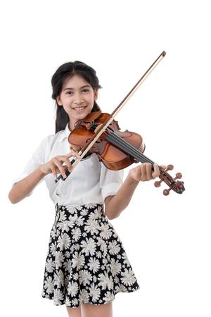 바이올린 소녀 흰색 배경에 고립