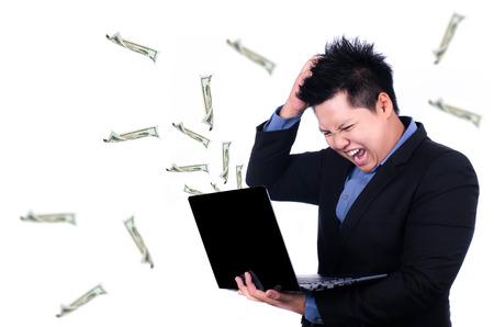 money flying: El estrés en el lugar de trabajo con el dinero volando forma portátil