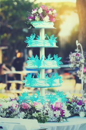 cake tier: Blue and white wedding cake setting