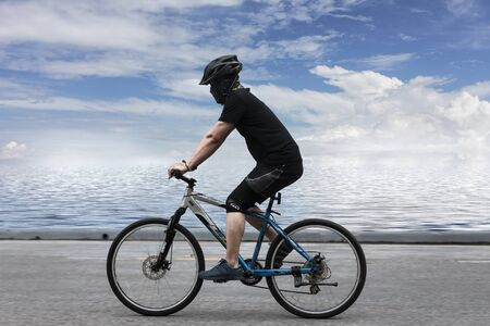 Bezirk Muang, Provinz Songkhla/Thailand - 15. Oktober 2017: Herrenradsport zur Stärkung des Körpers und der natürlichen Sicht. Editorial
