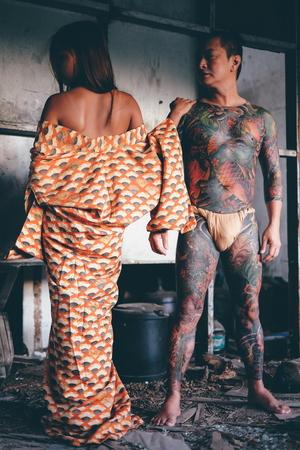 皮膚の戦士、全身のタトゥーは芸術、秘密の愛の概念