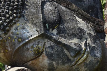cabeza de buda: Una imagen de cerca de la cara de un Buda statue.Defocused