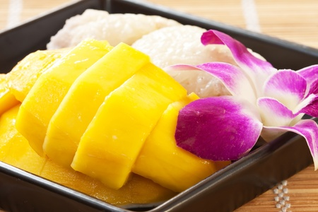 thai dessert: Mango with sticky rice