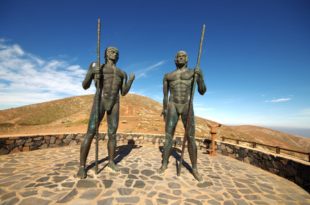guise: Fuerteventura - Bronze statues of two kings Ayose and Guise at the pass of Betancuria Stock Photo
