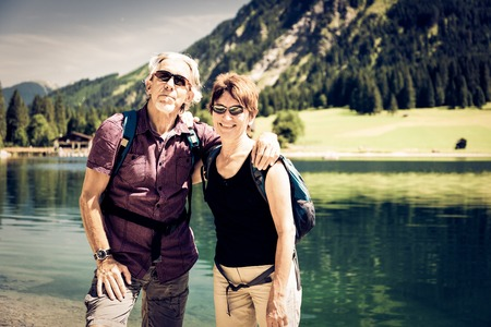 tal: Hiking Seniors by the Lake