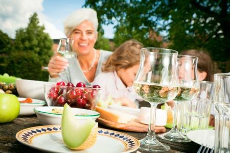 picknick: Grandmom And Their Grandchildren Are Having A Picnic
