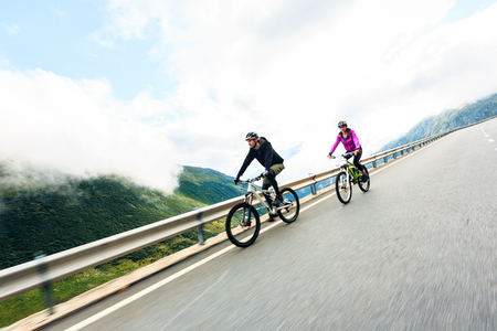 mtb: Young Couple Cycling