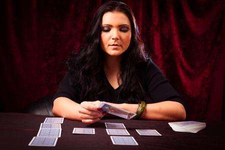 Friendly Fortune Teller With Tarot Cards Zdjęcie Seryjne - 70182537