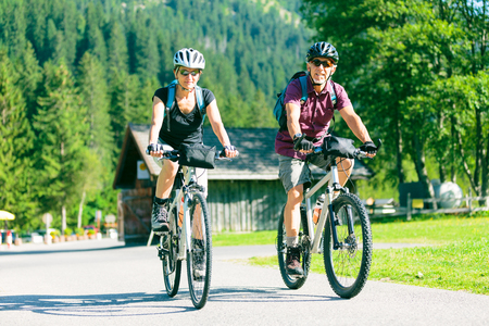 Hiking Senior Couple Standard-Bild