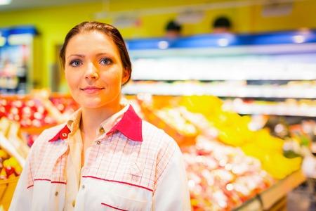 oficinista: Dependiente de tienda en el supermercado